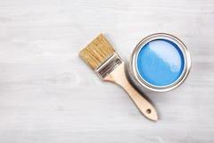 Farby muśnięcie na puszce Odgórny widok Obraz Royalty Free