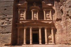 Farcade sikt av Al Khazneh, Petra, Jordanien Arkivfoton