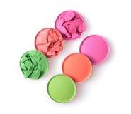 Fard à paupières brisé coloré rond pour le maquillage comme échantillon de produit cosmétique photo stock