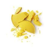 Fard à paupières brisé jaune rond pour le maquillage comme échantillon de produit de cosmétiques photos libres de droits