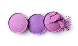 Fard à paupières brisé pourpre rond pour le maquillage comme échantillon de produit de cosmétiques image stock
