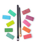 Fard à paupières coloré avec la brosse et l'applicateur de maquillage images libres de droits