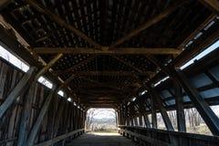 Fardos de Kingpost na ponte coberta de Hanaway fotos de stock