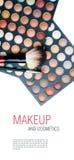 Fards à paupières, rouge à lievres et balais colorés de renivellement Image libre de droits