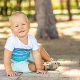 Fare da baby-sitter Fotografie Stock Libere da Diritti