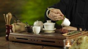 Fare del tè del cinese tradizionale video d archivio