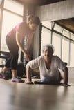 Fare delle donne più anziane spinge aumenta Fotografia Stock Libera da Diritti