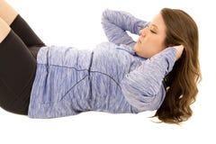 Fare femminile del modello si siede aumenta la cima blu d'uso Immagine Stock Libera da Diritti