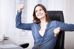 Fare indeciso della donna di affari pollici su e giù Fotografia Stock Libera da Diritti
