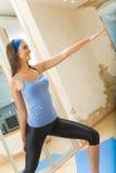 fare la donna di forma fisica di esercitazioni Immagini Stock Libere da Diritti