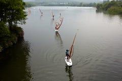 Fare windsurf Fotografia Stock Libera da Diritti