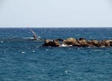 Fare windsurf. Fotografie Stock Libere da Diritti