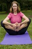 fare yoga della donna Fotografie Stock Libere da Diritti