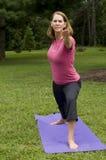 fare yoga della donna Fotografia Stock Libera da Diritti