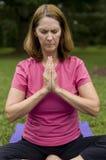 fare yoga di preghiera della donna Fotografie Stock