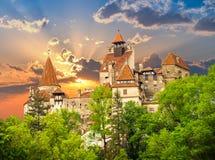 Farelo, castelo de Dracula na estação de mola imagens de stock