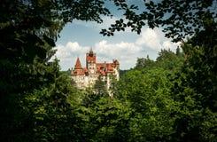 Farelo pitoresco do castelo do fantasma A residência legendária de Drukula nas montanhas Carpathian, Romênia imagem de stock
