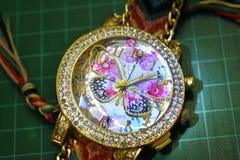 Farfalla dell'orologio della mano fotografia stock