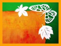 Farfalla e foglie bianche. Taglio di carta. Fotografia Stock Libera da Diritti