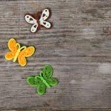 Farfalle e fiori fatti del panno immagine stock