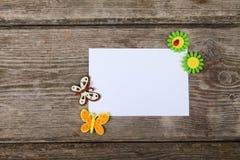 Farfalle e fiori fatti del panno fotografia stock