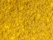 farfalle jako tekstura Żółta pasta obrazy stock