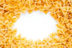 Farfalle pastabakgrund arkivbilder