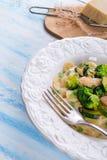 Farfalledeegwaren met courgette en broccoli Royalty-vrije Stock Afbeeldingen