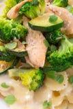 Farfalledeegwaren met courgette en broccoli Stock Foto's