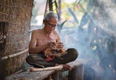 Farfar för farbror för Asien livgamal man arkivfoton