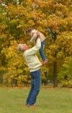 Farfar med barnet Royaltyfri Foto