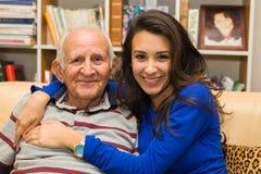 Farfar och sondotter royaltyfria bilder