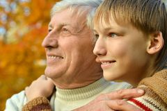 Farfar och sonson Arkivbilder