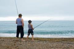 Farfar- och sonsonfiske Royaltyfria Foton