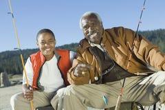 Farfar- och sonsonfiske Fotografering för Bildbyråer