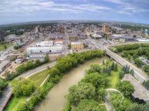 Fargo är den största staden i North Dakota på Redet River arkivbilder
