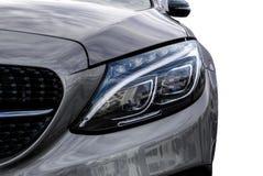 Fari del primo piano dell'automobile e del dettaglio esteriore dell'automobile con la parte posteriore di bianco Fotografia Stock