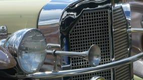 Fari e Horn dell'automobile d'annata stock footage