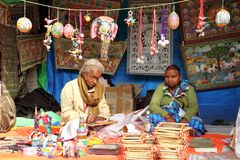 FARIDABAD, HARYANA/INDIA - 16 FEBBRAIO 2018: Artista sul lavoro du Fotografie Stock