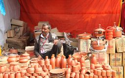 FARIDABAD HARYANA/INDIEN - FEBRUARI 16 2018: Handgjorda Earthenw royaltyfri bild