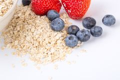 Farina d'avena con frutta fresca Fotografie Stock Libere da Diritti