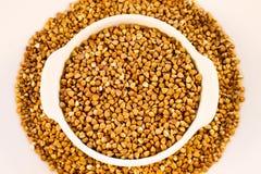 Farina di grano saraceno in un mini vaso bianco Fotografia Stock Libera da Diritti