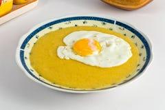 Farina di mais ed uovo fritto Immagini Stock