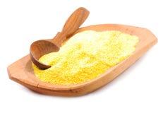 Farina di mais in un piatto di legno. Immagini Stock Libere da Diritti