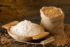 Farina e frumento Immagini Stock