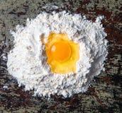 Farina e le uova fotografia stock