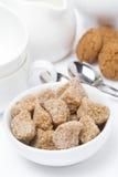 Farincloseup, kakor och lerkärl för teatime Royaltyfria Bilder