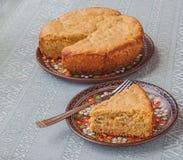 Farine d'avoine de tarte et bourré du chou-fleur, fromage, oignons Photographie stock libre de droits
