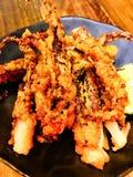 Farine de mélange de tempura de calmar cuite à la friteuse par Japonais photo libre de droits