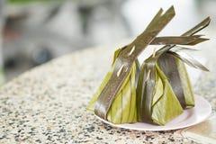 Farinha cozinhada com o coco que enche Kanom Sai Sai imagens de stock royalty free